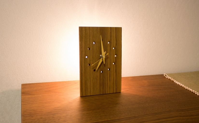 A Simple Clock with a Back Lightbulb